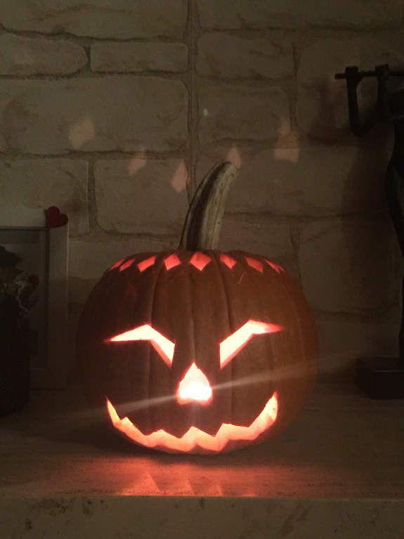Happy Halloween 🎃 ! Doigts de zombies et yeux de mes voisins 🤣🎃 .... (croquants aux amande et litchi/m&m's/coulis de fruits rouges)