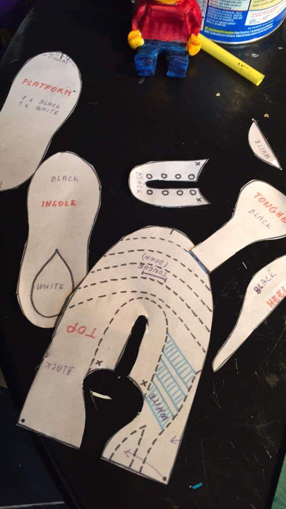 Chaussure 👟 de foot ⚽️ modelée à la main, en attente de ses crampons 😀 sans moules, mais avec un patron papier  #oumiscake