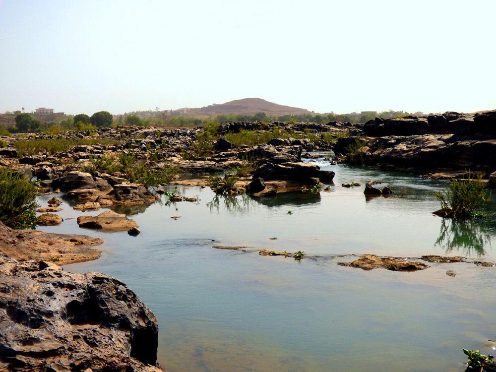 Dans le lit du fleuve à Bamako