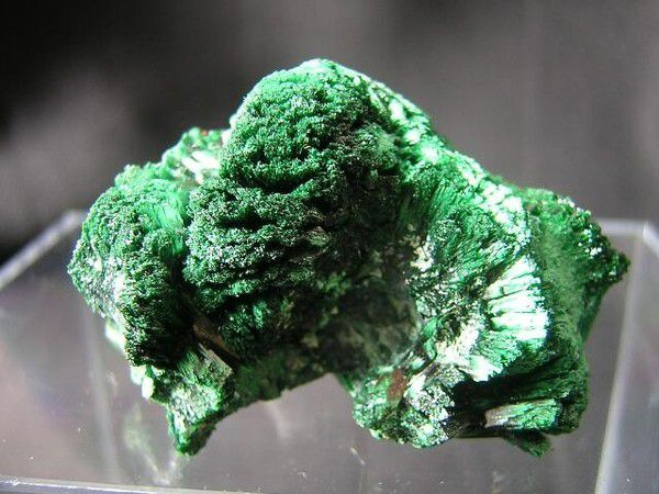 Pierre de malachite : Carbonate de cuivre (Photo Web)