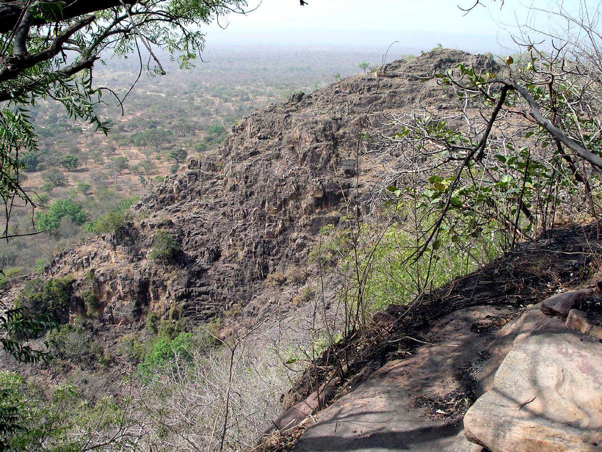 Sentier par lequel on accède au village sur la colline (1 heure de marche de l'endroit où on gare le véhicule