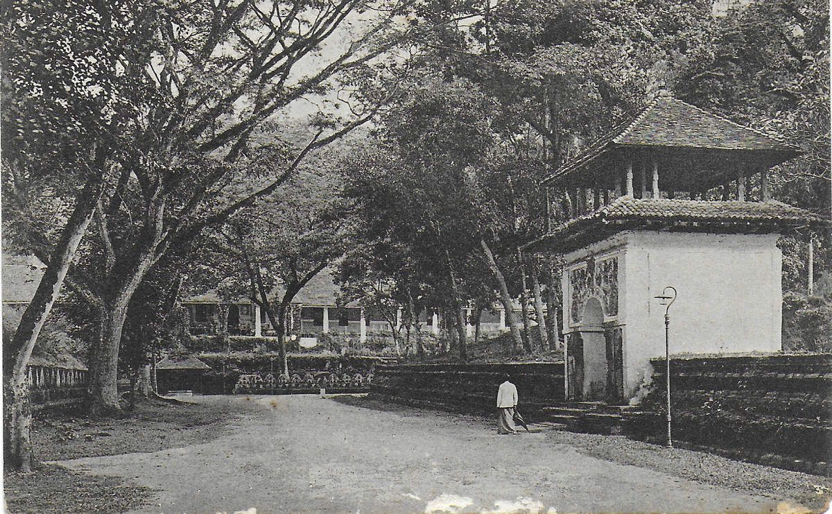 Temple Square - Kandy