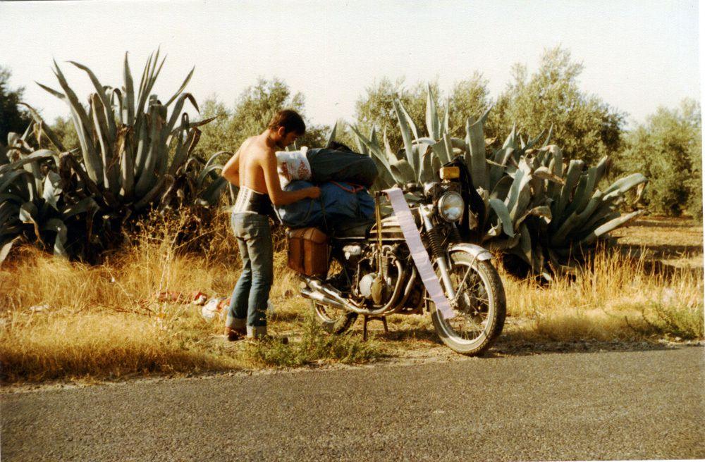 Maroc - Aout 1979 - On remarquera le rouleau de papier, fidèle compagnon du voyageur africain.