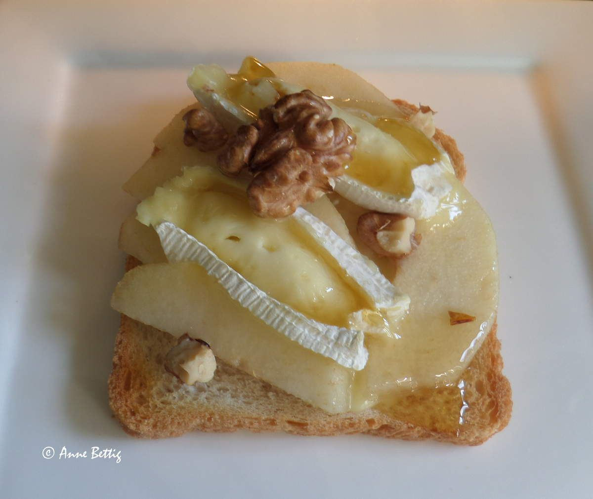 Toast brie poire la cuisine toute simple de mamita for Entree vite faite simple