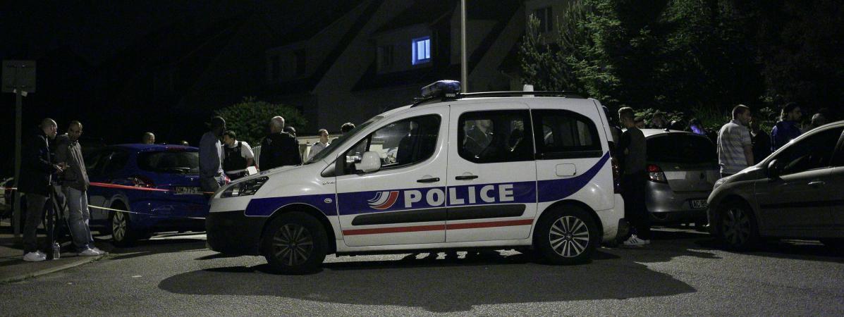 Un couple tué, leur enfant de trois ans s'en sort sain et sauf