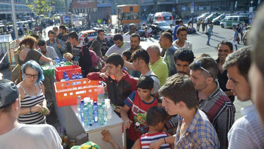 Des migrants lors d'une collecte de nourriture, en Allemagne.