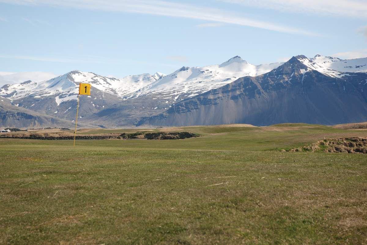 Benoit, Christine on vous a trouvé un super golf ! par contre doudoune obligatoire et va falloir apprendre à jouer avec 25km/h de vent !!!!