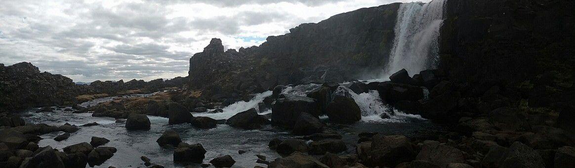 c'est un site immense aménagé à l'américaine, forcément avec une chute d'eau, on est en Islande :-) et forcément la plaque américaine est plus impressionnante que l'européenne ;-)