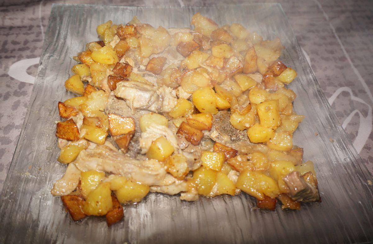 Gigot à l'ail et pommes de terre
