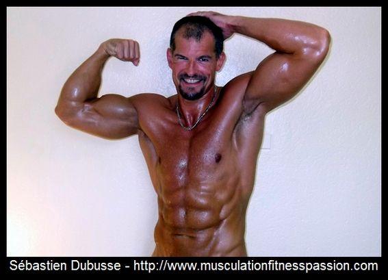 Développez vos triceps avec les extensions de bras à la barre, Sébastien Dubusse, blog musculationfitnesspassion
