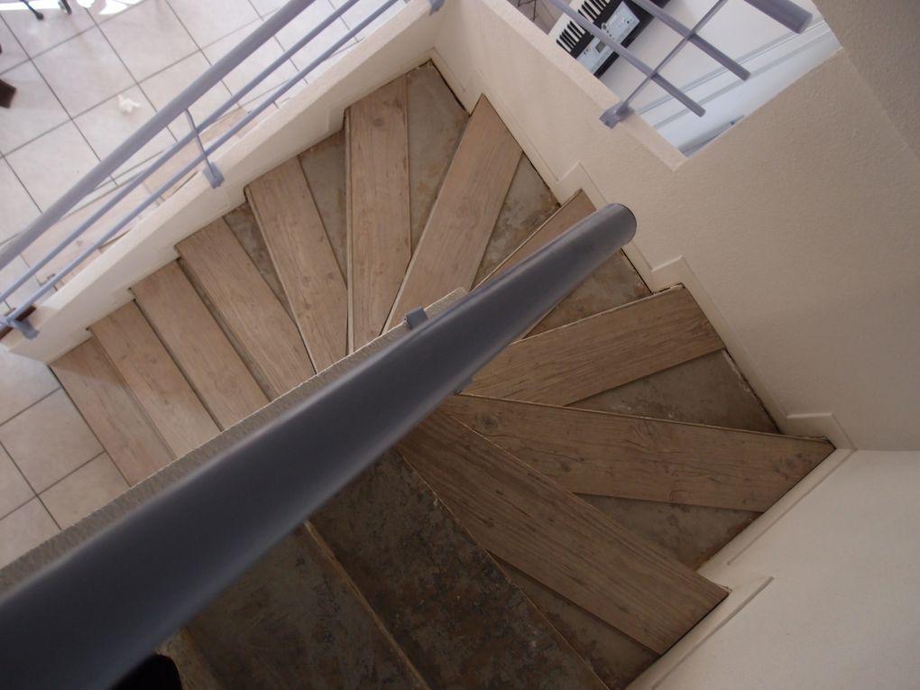 Poser du parquet flottant sur un escalier for Pose parquet sur plancher bois