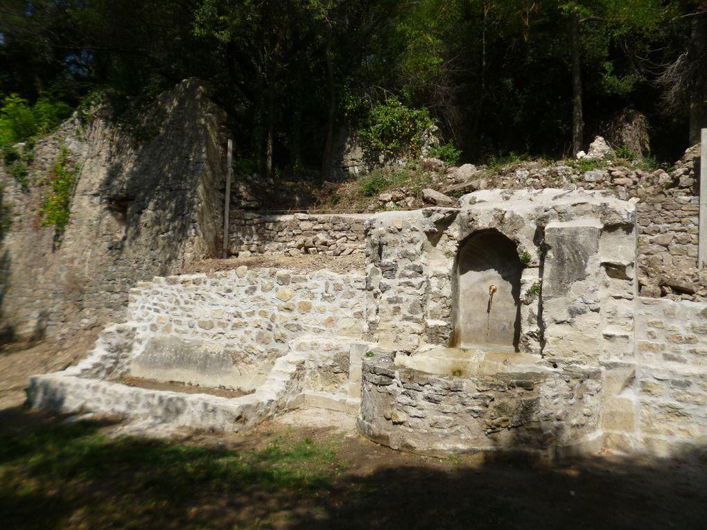 Les travaux de consolidation du mur derrière la Fontaine.