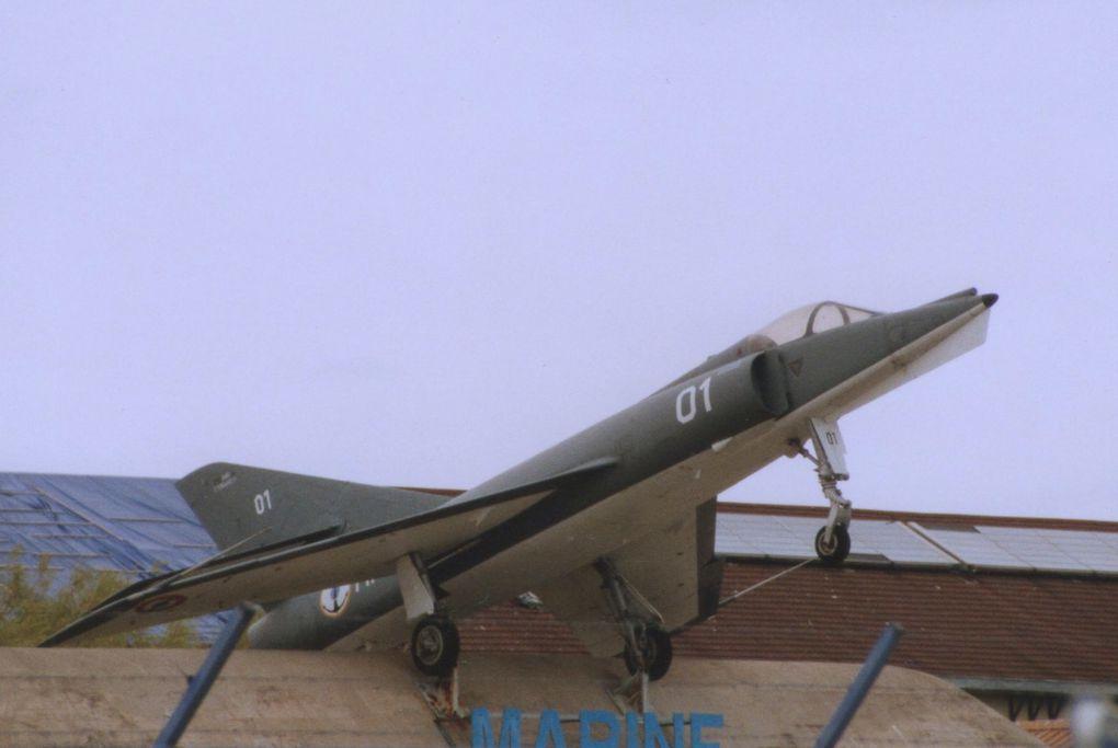 En extérieur, le Dassault Etendard IVM N°01 était auparavant sur stèle.