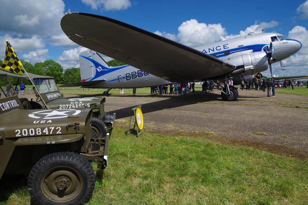 Le magnifique Douglas DC-3 F-AZTE de France DC3. (deux photos)