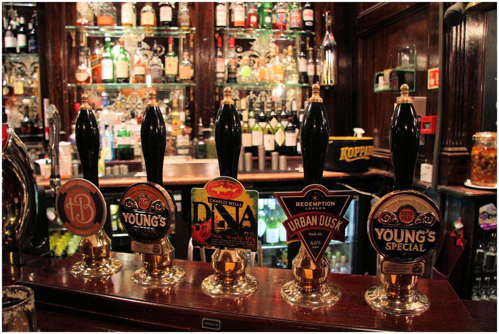 Have a break at The Mitre ! Faites une pause à The Mitre, allez y déguster une variété impressionnante de bières, ou comme moi, testez le Pimm's -lemonade!!!! Laissez vous emporter par l'ambiance sympathique des pubs anglais, la gentillesse et l'accueil de James, le manager, et de son staff, une équipe cosmopolite et vraiment à l'écoute:!!!!!