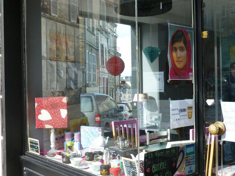 encore un petit aperçu des vitrines ... (2 photos)