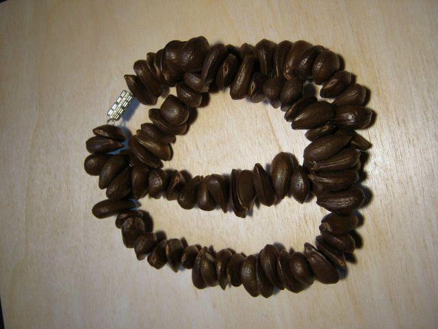 Collier et bracelets divers perles graines la caverne du haricot vert - Graine de glycine ...