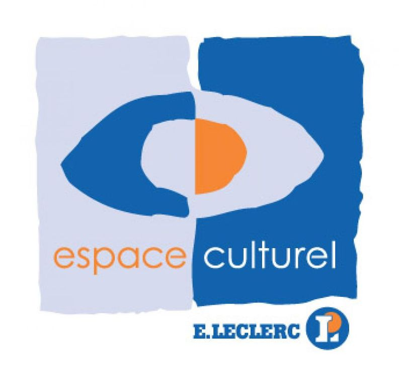 au total c'est plus de 350 points de diffusion sur ces quatre grandes enseignes, l'ouvrage est présenté en photo chez Virgin de Saint-Quentin en Yvelines (78)