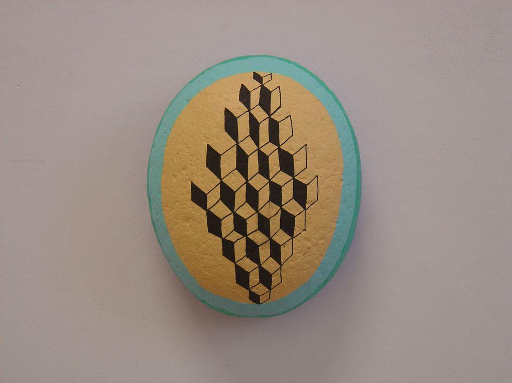 """""""Aquaboobs"""", 2012, Diptyque, Acrylique sur faux galets en résine, 17 x 14 x 7,5 cm chaque élément / PRIX:1100 € la paire"""