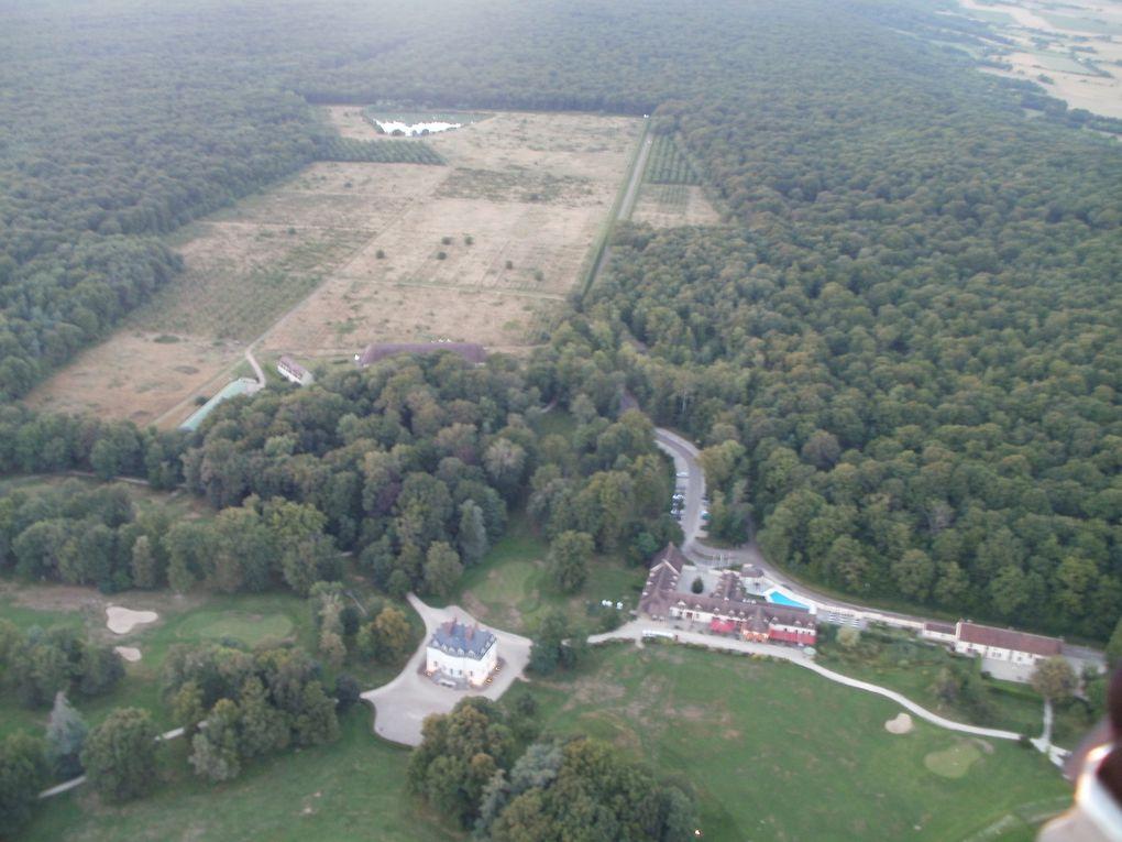 Le golf de Roncemay pour les amateurs et les restes d'une confiturerie en activité par le passé.