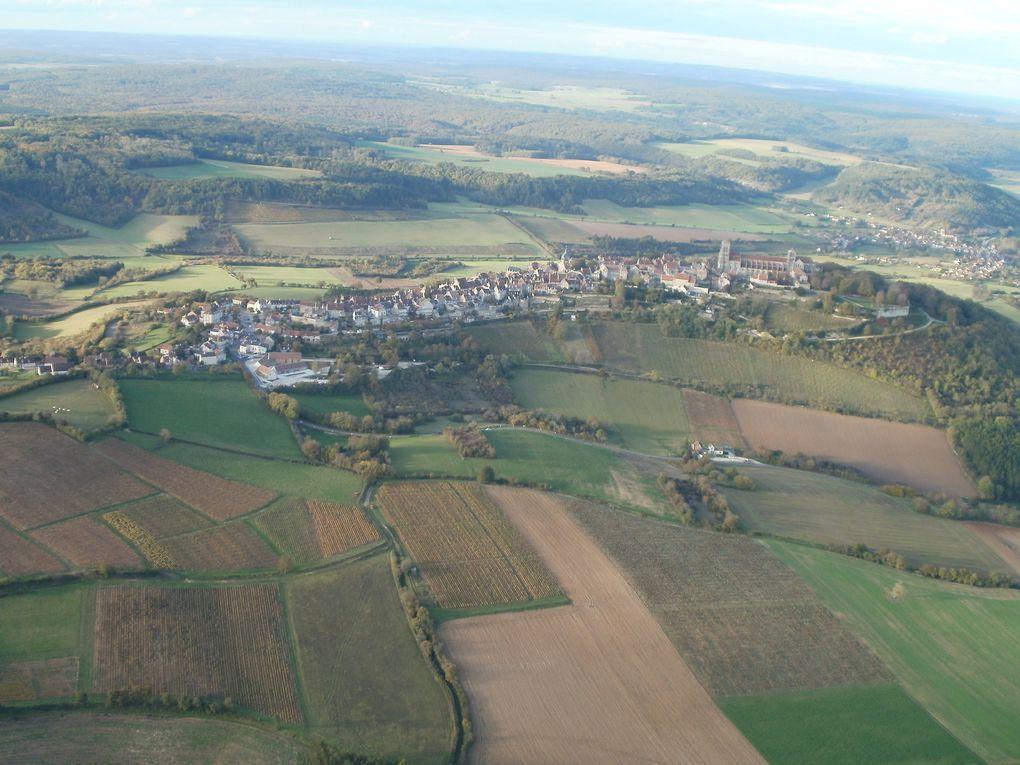 Vézelay et son vignoble se rapprochent sans trainer, il n'y a que 10 km/h de vent en l'air et pas super chaud.