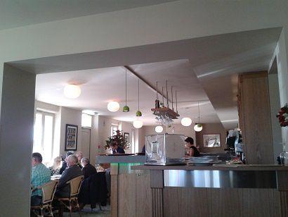 La prochaine fois je réserverai une table dans la salle de la cuisine... &#x3B;)