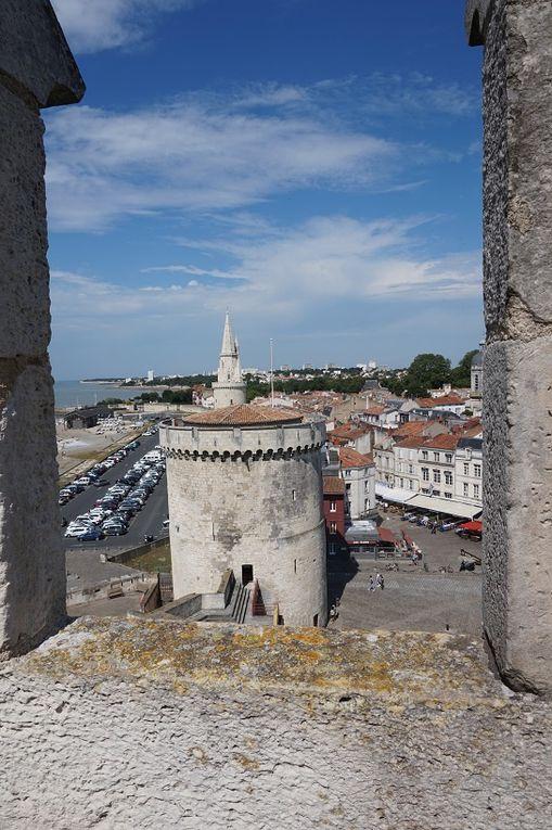 Le port et les tours St Nicolas, de La Chaîne et de La Lanterne