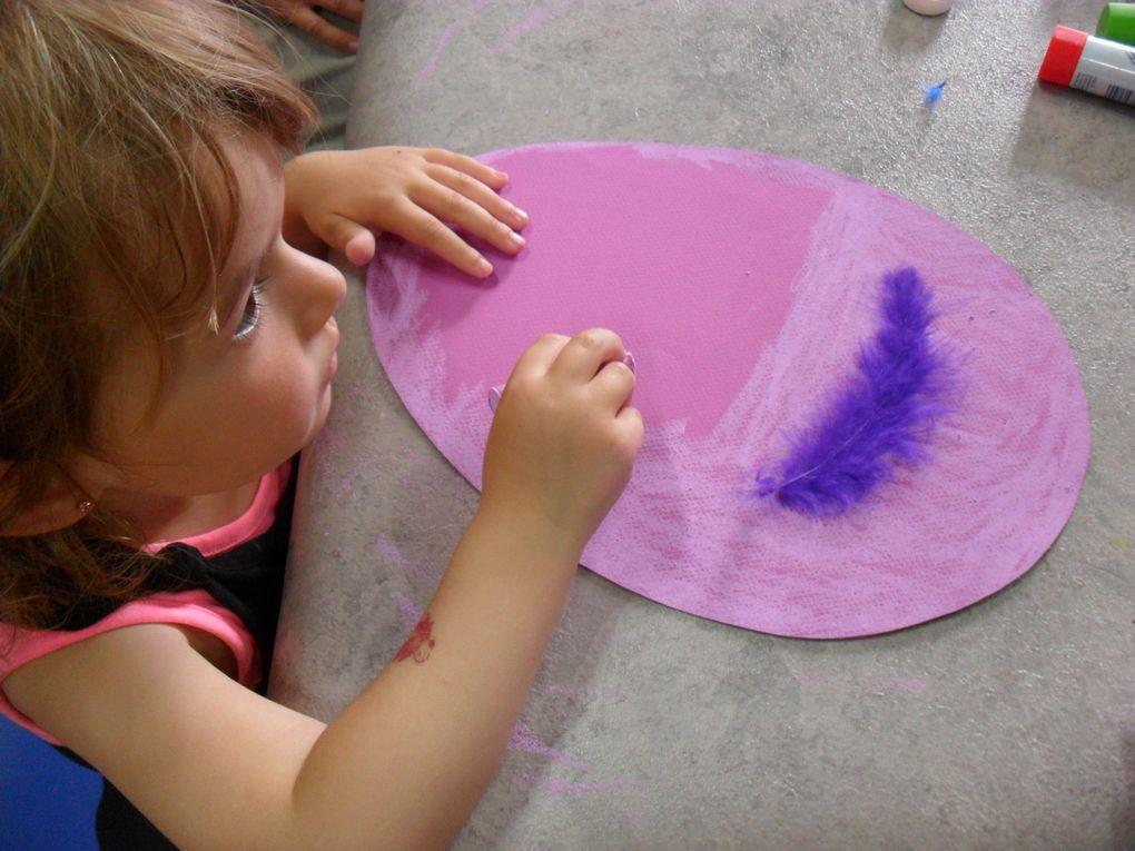 Créer un oeuf avec un oiseau original... De l'autre côté, ils pouvaient dessiner une plume avec des motifs particuliers.