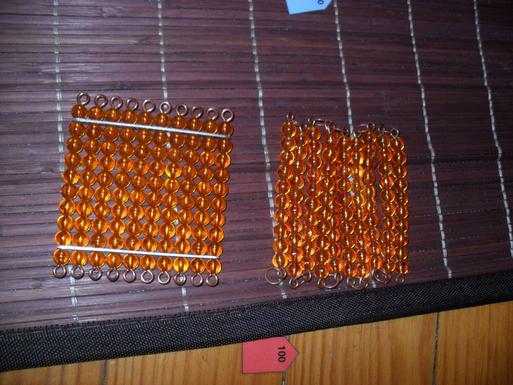 La chaîne de 100 : une fois repliée, elle a pu la comparer avec un carré de 100.