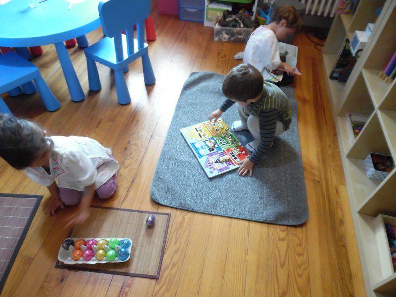 Les enfants avaient tous les jours un temps de manipulation libre du matériel.