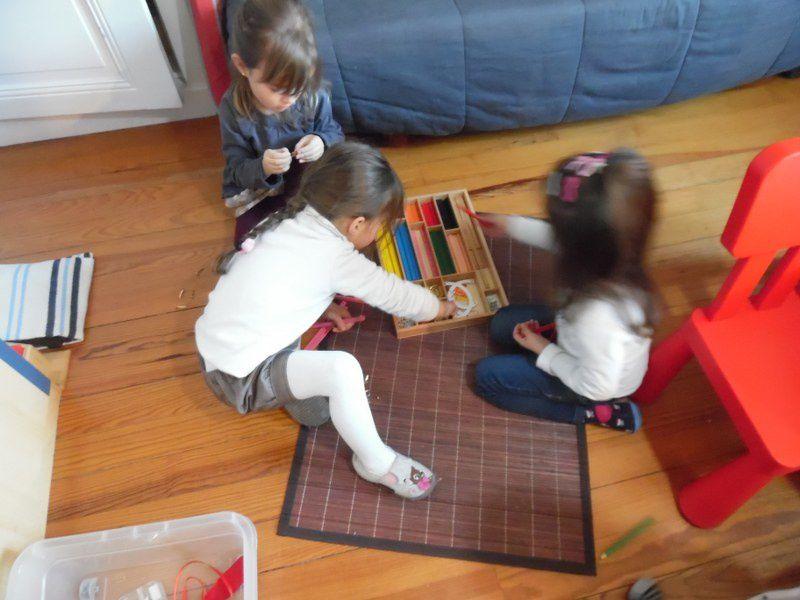 Certains enfants ont voulu construire de nouveaux triangles et carrés.