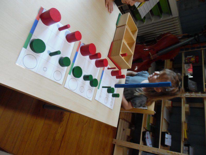 Les cylindres de couleurs avec les documents de Boutique documents Montessori.