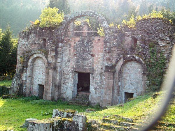 Les ruines du narthex de Niedermunster