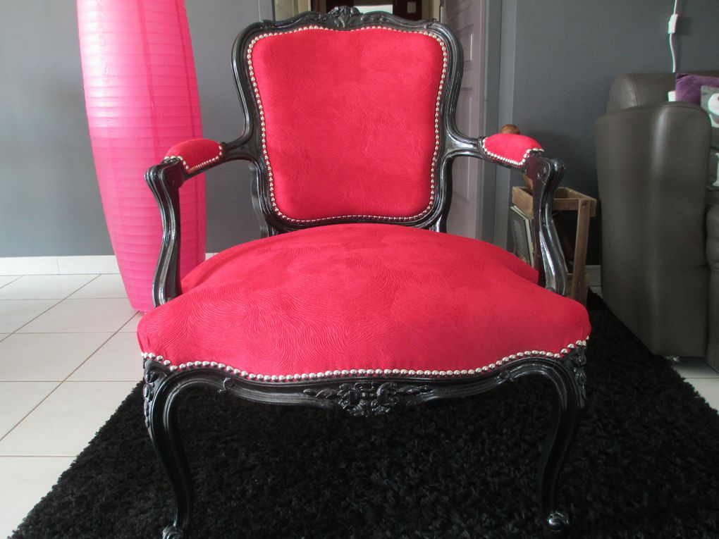 comment relooker un fauteuil de style de fa on baroque le. Black Bedroom Furniture Sets. Home Design Ideas