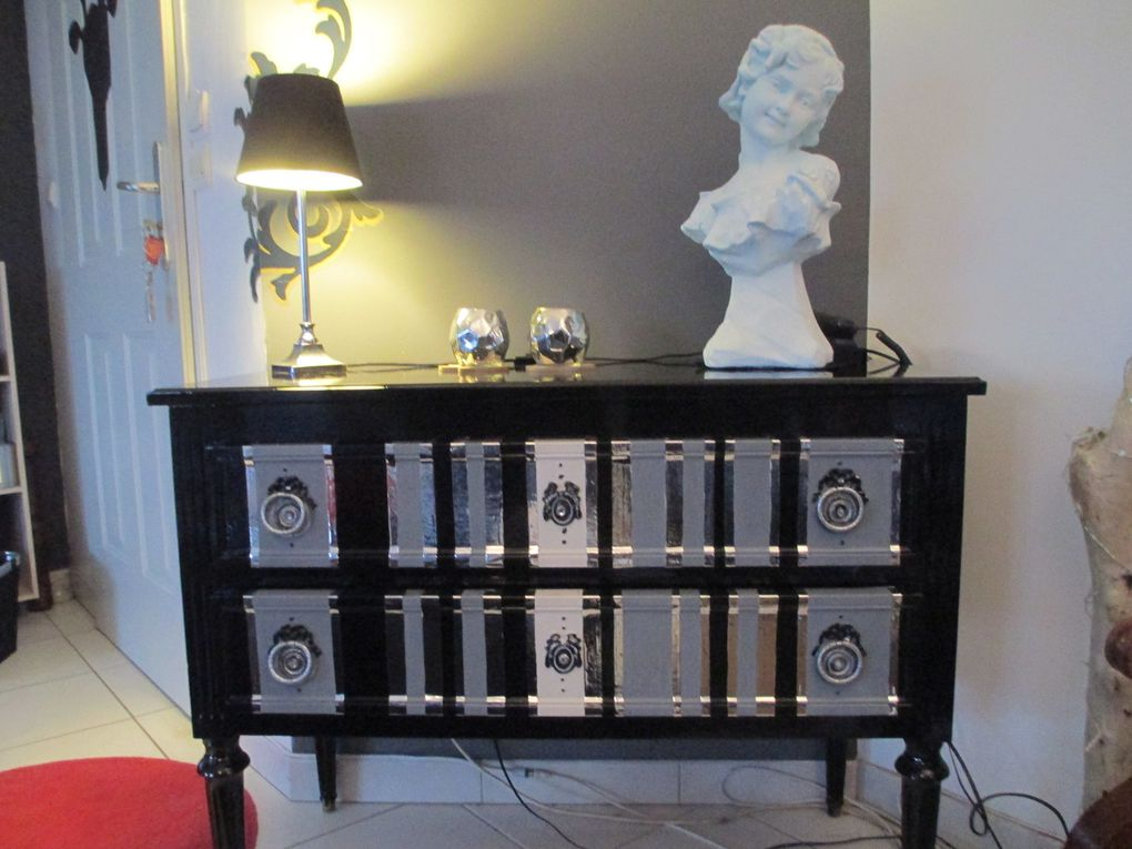 comment relooker un meuble louis xvi avec des tiroirs rayures le. Black Bedroom Furniture Sets. Home Design Ideas