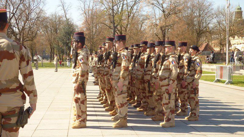 Cérémonie de dissolution du Groupement Tactique Désert ARDENT pour le 15/2 à Colmar