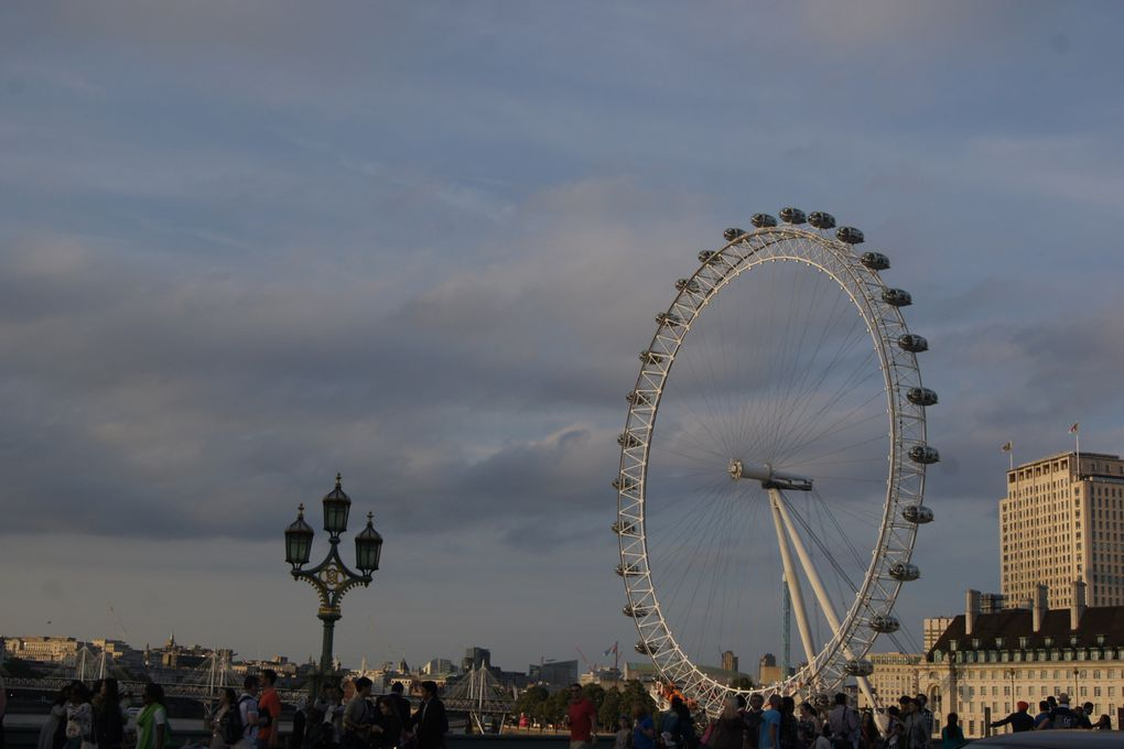 La grande roue- Tower Bridge- Big Ben - St Paul - Tour de Londres - m&ms
