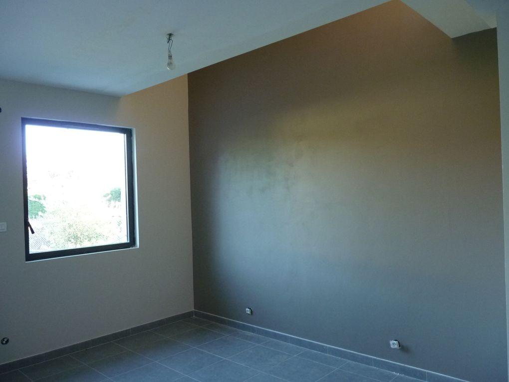 etage carrelage et peinture de la cage d 39 escalier fin suivez notre surelevation. Black Bedroom Furniture Sets. Home Design Ideas