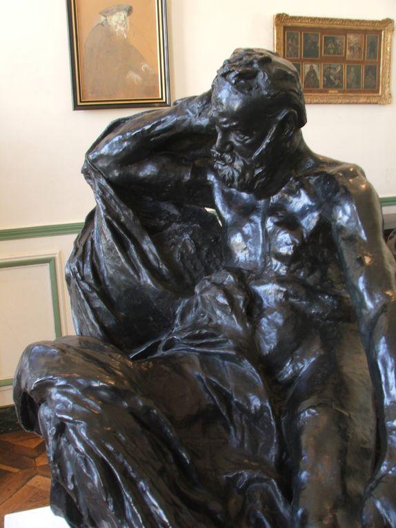 """""""Le moulage ne reproduit que l'extérieur&#x3B; moi je reproduis en outre l'esprit, qui certes fait bien aussi partie de la Nature. Je vois toute la vérité et non pas seulement celle de la surface. J'accentue les lignes qui expriment le mieux l'état spirituel que j'interprète."""" Auguste Rodin"""