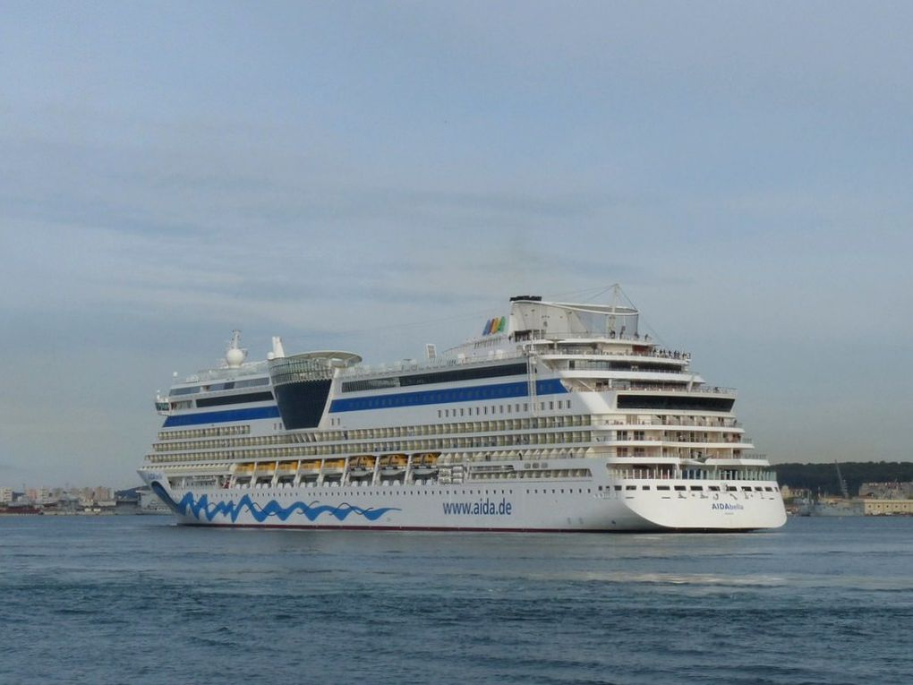 AIDA bella , arrivant dans le port de Toulon