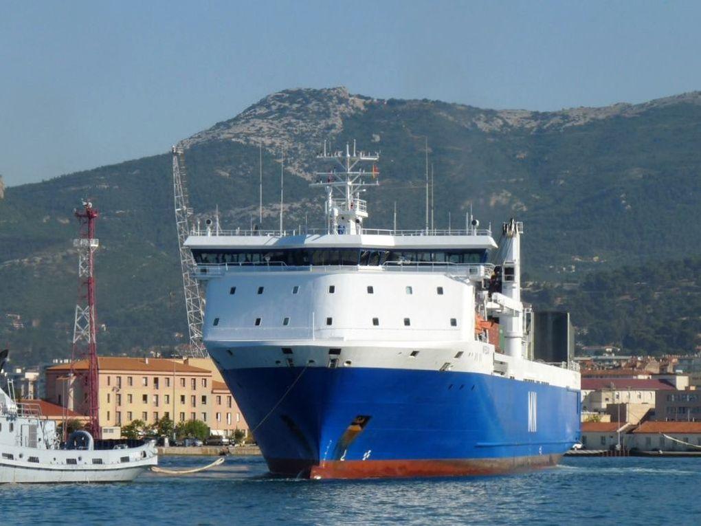 MN PELICAN dans le port et rade de Toulon
