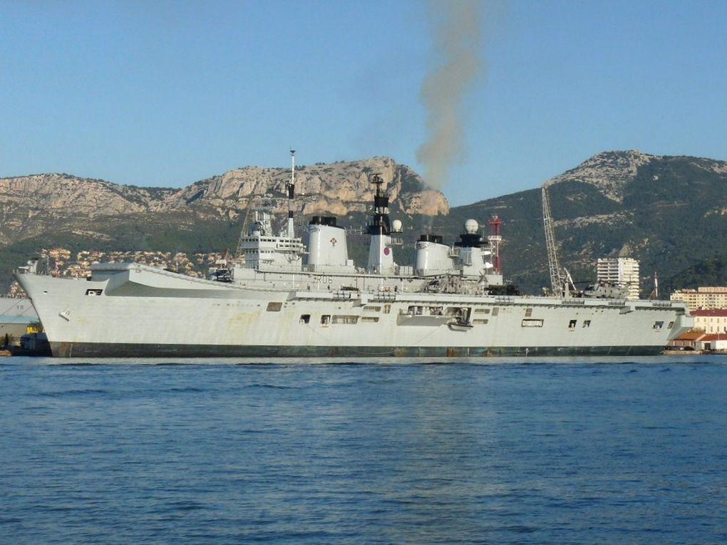 ILLUSTRIOUS  R06 , Porte avions léger de la Royal Navy