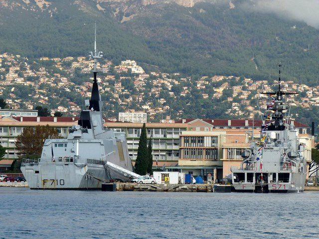 GRECALE  F571 , Frégate de la marine Italienne