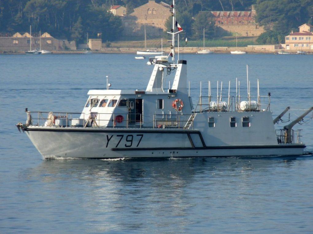 GIROFLEE  Y797 , vedette support de plongeurs