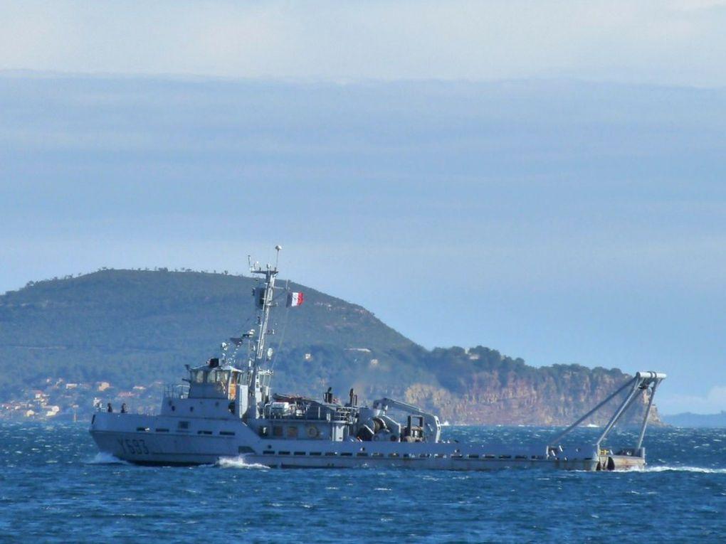 CHEVREUIL  Y693, Depuis le 01 avril 2010, batiment desarmé de BSR pour devenir Chaland Releveur d'Ancrages (CRA)