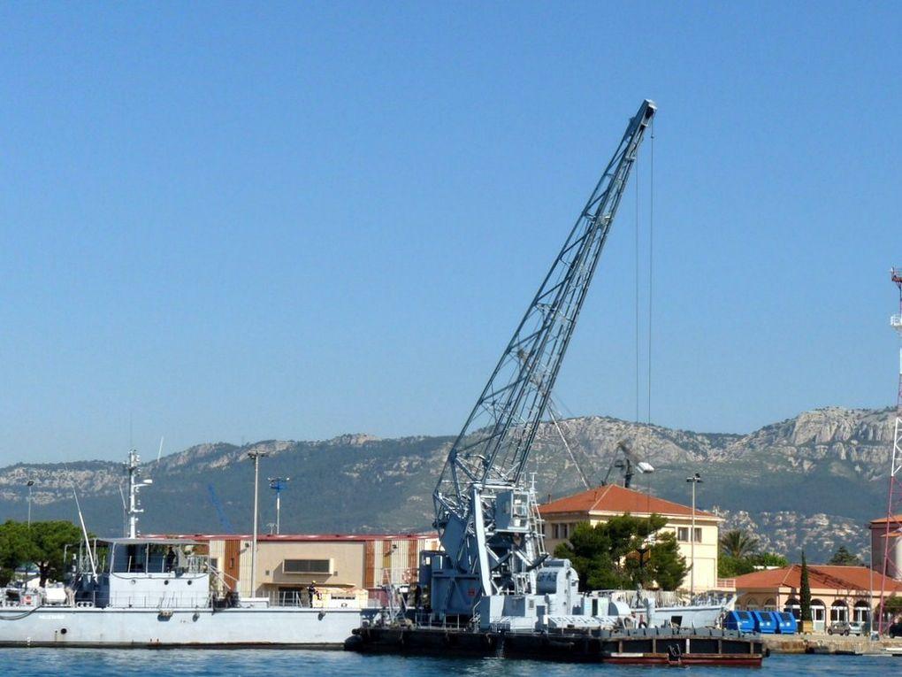 GFA 3 , grue flottante automotrice de 7,5 / 15 tonnes