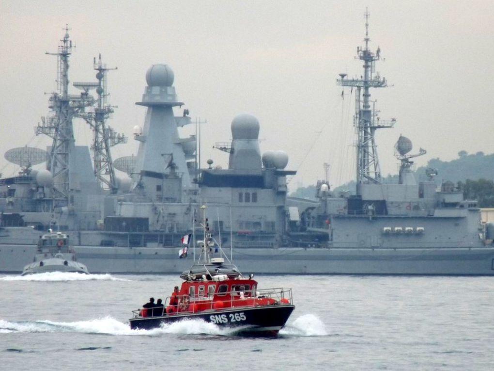 ST ELME  SNS 265 , vedette de Bandol  dans le port de Toulon