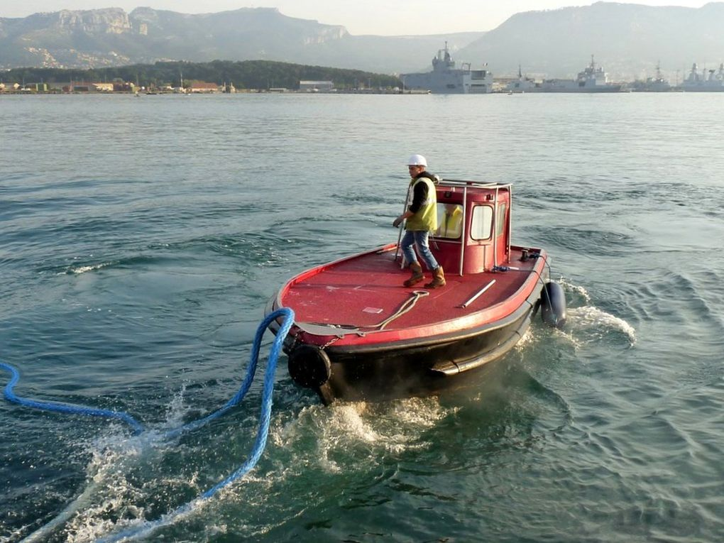 LAMANAGE 7 , Embarcation des lamaneurs du port de Toulon
