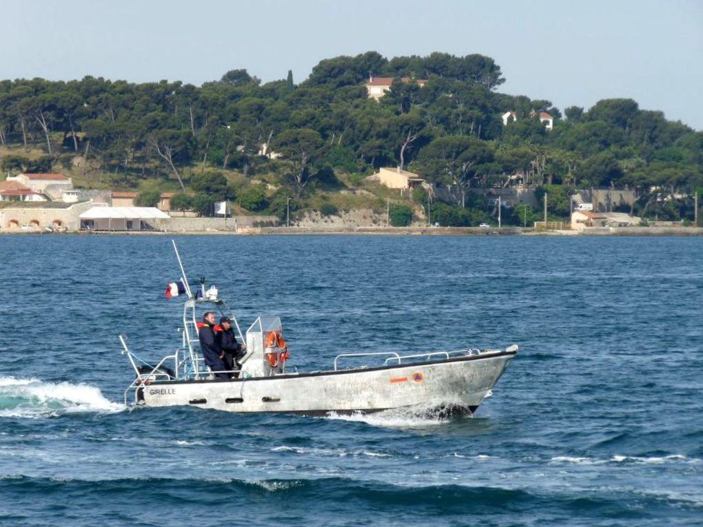 GIRELLE , Vedette d'intervention pour les démineurs civil , dans le port de port Pothuau et dans la rade de Toulon