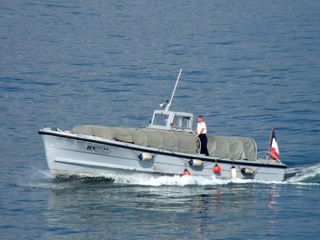 BNT 11, vedette pour le transport de personnel entre l'Arsenal et la presque ile de Saint Mandrier (BNT : Base Navale Toulon)